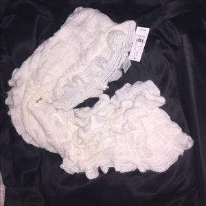 New York & Co Infinity ruffled Scarf in white NWT